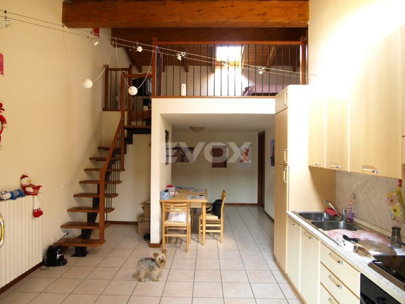 Evox servizi immobiliari monolocale con soppalco arredato for 2 piani di garage per auto con soppalco