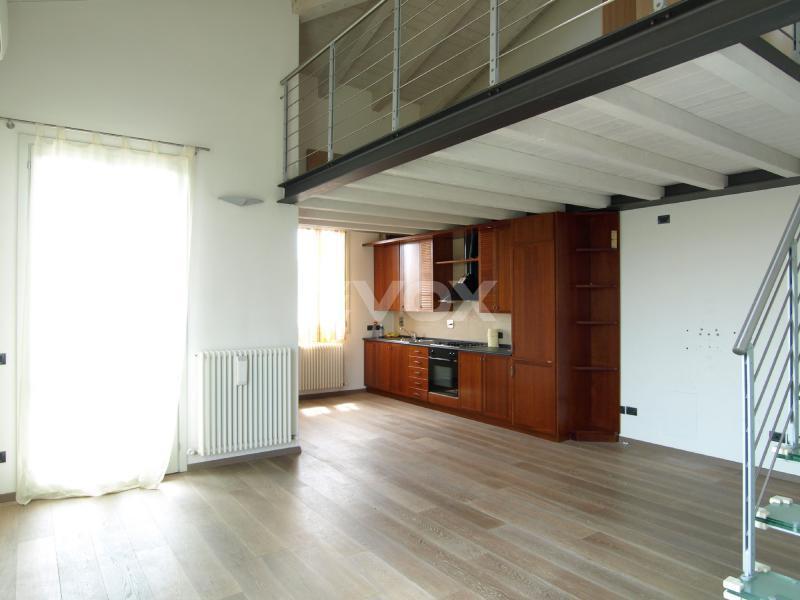 Evox servizi immobiliari castelletto appartamento con for Registrare i piani di casa con soppalco